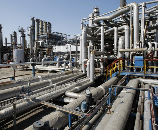 Report: Oil companies should get into energy storage, distributed generation