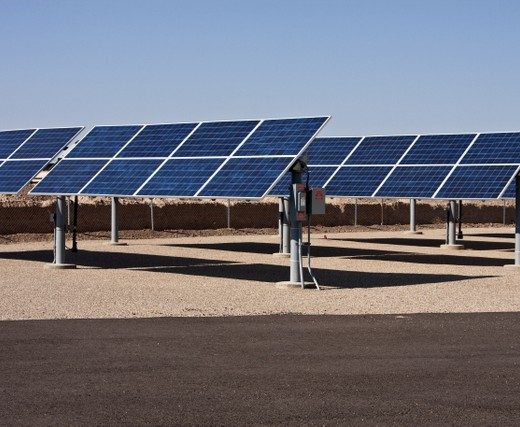 Reasons investors should leave oil and gas behind in favor of solar farms