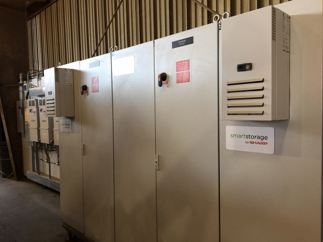 120 kW160 kWh Sharp SmartStorage system at Channel Lumber in Oakland CA-3.JPG